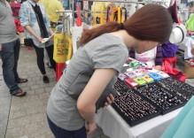 Le marché aux puces ayant plein de «tentations» à Saigon