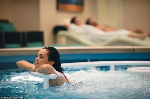 Vous pouvez vous relaxer en jacouzzi avant et après les thérapies